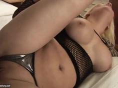 Top heavy milf Ginna Brigitta gets licked to orgasm