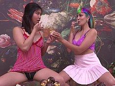 Rainbow hair lezzie gets licked